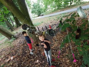 Children hitting pots and pans at Playday